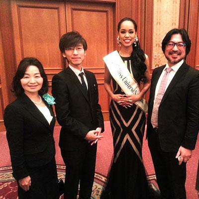 [左] 中島 元子[右より2人目] 2015MUJ日本代表:宮本エリアナ磨美子