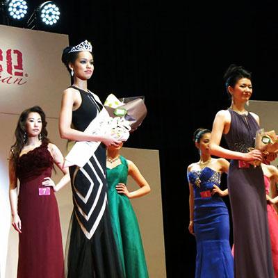 [左より2人目] 2015MUJ日本代表:宮本エリアナ磨美子